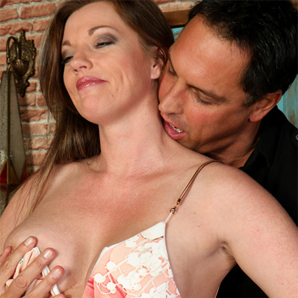 hot wife holly kiss